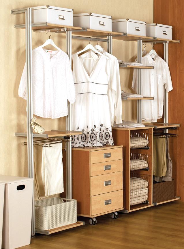 Гардероб хаус - гардеробная на алюминиевых стойках.